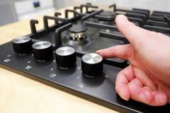 O botão controla a posição dos modos para cozinhar no forno opinião do close-up de cima de imagens de stock royalty free