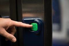 O botão do metro abre a porta Imagens de Stock