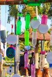 O botão plástico colorido recicla a decoração fotografia de stock