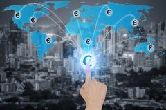 O botão tocante com símbolos de moeda do Euro conectou na rede Fotografia de Stock Royalty Free