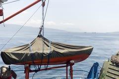O bote de salvamento na balsa ou no navio Fotografia de Stock