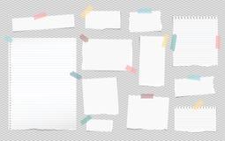 O branco alinhou a nota, partes de papel do caderno com as bordas rasgadas coladas no backgroud cinzento esquadrado Ilustração do Imagens de Stock