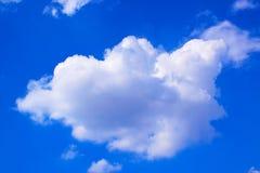 O branco do céu azul nubla-se o fundo 171019 0186 Fotos de Stock