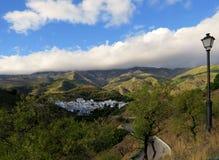 O branco espanhol pintou a vila de Sedella, Andalucia Imagens de Stock