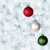 O branco, Natal verde vermelho Ornaments Bokeh de prata Imagem de Stock Royalty Free