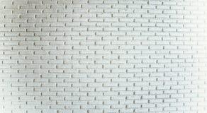 O branco pintou o fundo envelhecido velho da textura da parede da telha do tijolo Foto de Stock
