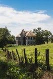 O branco velho abandonou a casa da exploração agrícola em Tennessee do leste Fotos de Stock Royalty Free