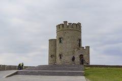O'Briens torn nära naturunder - klippor av Moher Arkivfoto