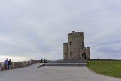 O'Briens Turm nahe dem Naturwunder - Klippen von Moher Stockbilder