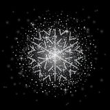 O brilho cobriu o floco de neve de prata com no fundo transparente Cartão, ano novo feliz do convite e Natal ilustração royalty free