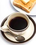 O brinde da manteiga do café da manhã indica o café preto e o pão imagens de stock royalty free