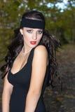Brunette bonito com um headband preto Imagem de Stock