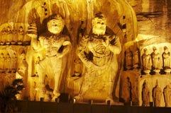 O buddha de Grottoes de Longmen na noite fotografia de stock