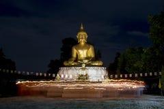 O budista veio comemorar no dia da Buda importante Fotos de Stock Royalty Free