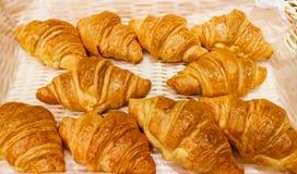 O bufete, croissant, café da manhã, cozeu o artigo da pastelaria, pão imagem de stock