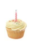 O buttercream amarelo congelou o queque com uma única vela do aniversário Fotografia de Stock