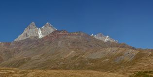 O Cáucaso em Geórgia Paisagem bonita da montanha Svaneti foto de stock
