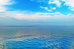 O céu é azul Foto de Stock