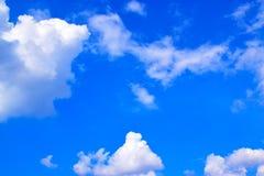 O céu azul com branco nubla-se 171019 0181 Imagem de Stock Royalty Free