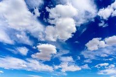 O céu azul com nuvens Imagem de Stock Royalty Free