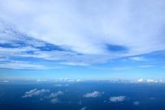 O céu bonito e poderia sobre o oceano Fotos de Stock