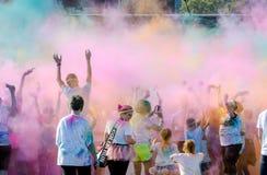 O céu colorido durante a cor de South Bend corre a raça 5k Imagens de Stock