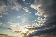 O céu com o alvorecer Fotografia de Stock