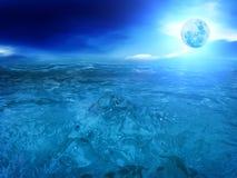 O céu da lua nubla-se o mar fotos de stock