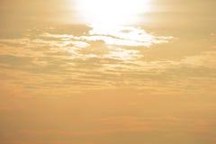 O céu da noite com o sol Fotografia de Stock