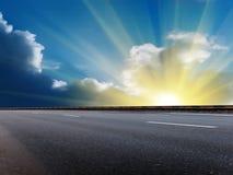 O céu de Sun nubla-se a estrada Fotografia de Stock Royalty Free
