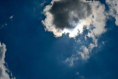 O céu durante um eclipse solar fotografia de stock royalty free