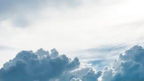 O céu e a nuvem, chuva estão vindo Fotos de Stock Royalty Free