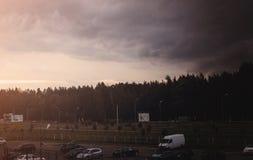 O céu escuro no alvorecer fotos de stock royalty free