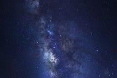 O céu noturno estrelado, a galáxia da Via Látea com estrelas e o espaço espanam dentro imagem de stock royalty free