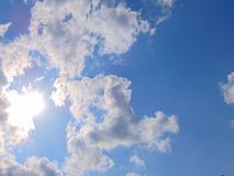 O céu nubla-se a fotografia do verão Imagens de Stock Royalty Free