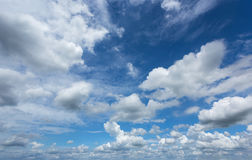 O céu nubla-se o fundo Imagens de Stock Royalty Free