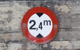 O círculo de tráfego deu forma ao limite da altura ou à limitação máxima da altura Imagem de Stock