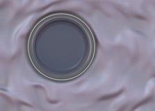 O círculo vazio vitrificou a placa com quadro brilhante simples no pano de seda dobrado Fotos de Stock