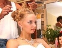 O cabeleireiro faz hairdress. Fotos de Stock Royalty Free