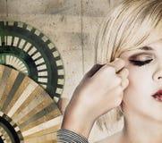 O cabeleireiro faz o corte de cabelo Imagem de Stock Royalty Free