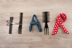 O cabelo da palavra consiste em acessórios do cabeleireiro Fotografia de Stock Royalty Free