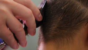 O cabelo de Barber Cutting Woman video estoque