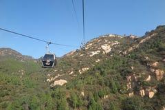 O cabo aéreo até o Grande Muralha de China Foto de Stock