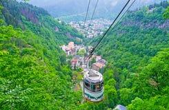 O cabo aéreo em montanhas de Cáucaso Imagens de Stock