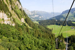 O cabo aéreo sobre Engelberg Foto de Stock