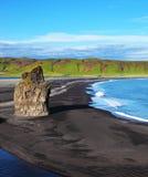 O cabo Dirkholaey em Islândia Fotografia de Stock