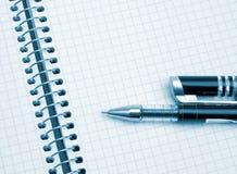 O caderno e a pena Fotografia de Stock Royalty Free