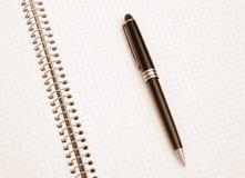 O caderno e a pena Fotografia de Stock