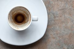 O café assenta-se acima fotografia de stock