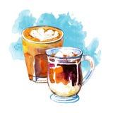 O café bebe a ilustração da aquarela Composição tirada mão do esboço com as duas canecas de vidro de latte e macchiato e mancha a ilustração stock
